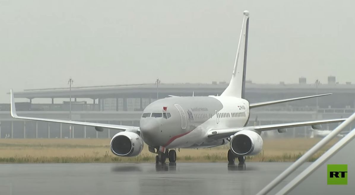 ملك هولندا يقود طائرة إلى ألمانيا