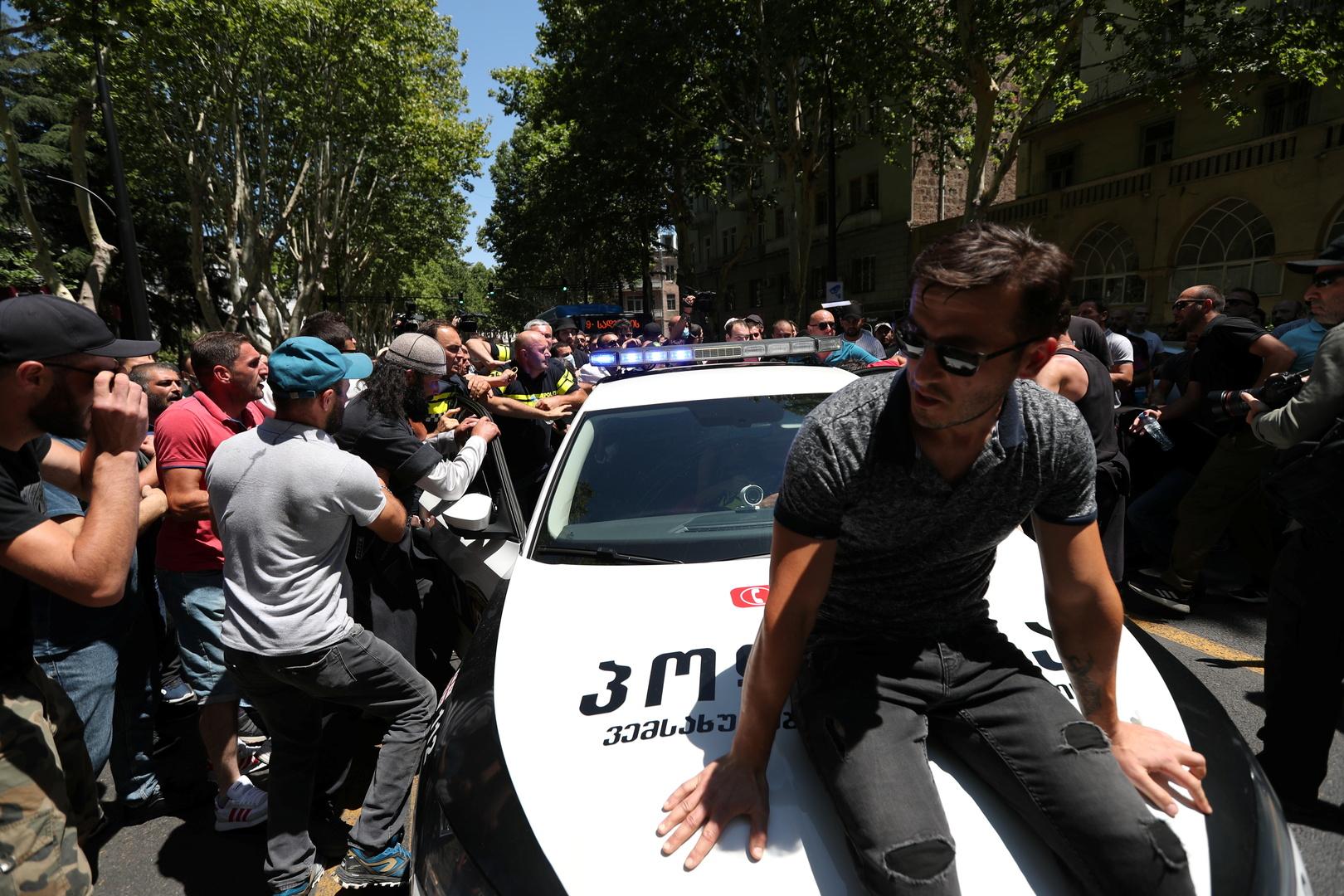 جورجيا.. إصابة أكثر من 50 صحفيا في احتجاجات مناهضة للمثليين
