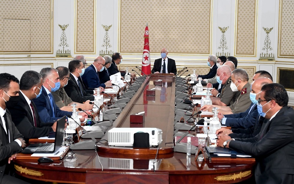 تونس.. سعيّد يجتمع بالمشيشي وقيادات عليا في الدولة ويعلن عن قرارات جديدة لمواجهة كورونا