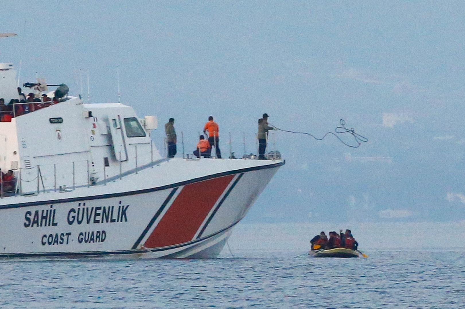 الأناضول: 3 مهاجرين سوريين يعودون سباحة إلى الأراضي التركية من اليونان