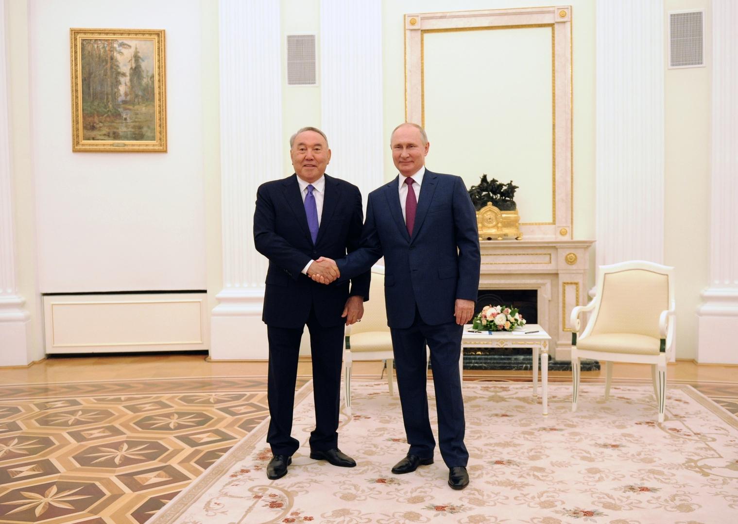 بوتين يهنئ الرئيس الأول لكازاخستان بعيد ميلاده