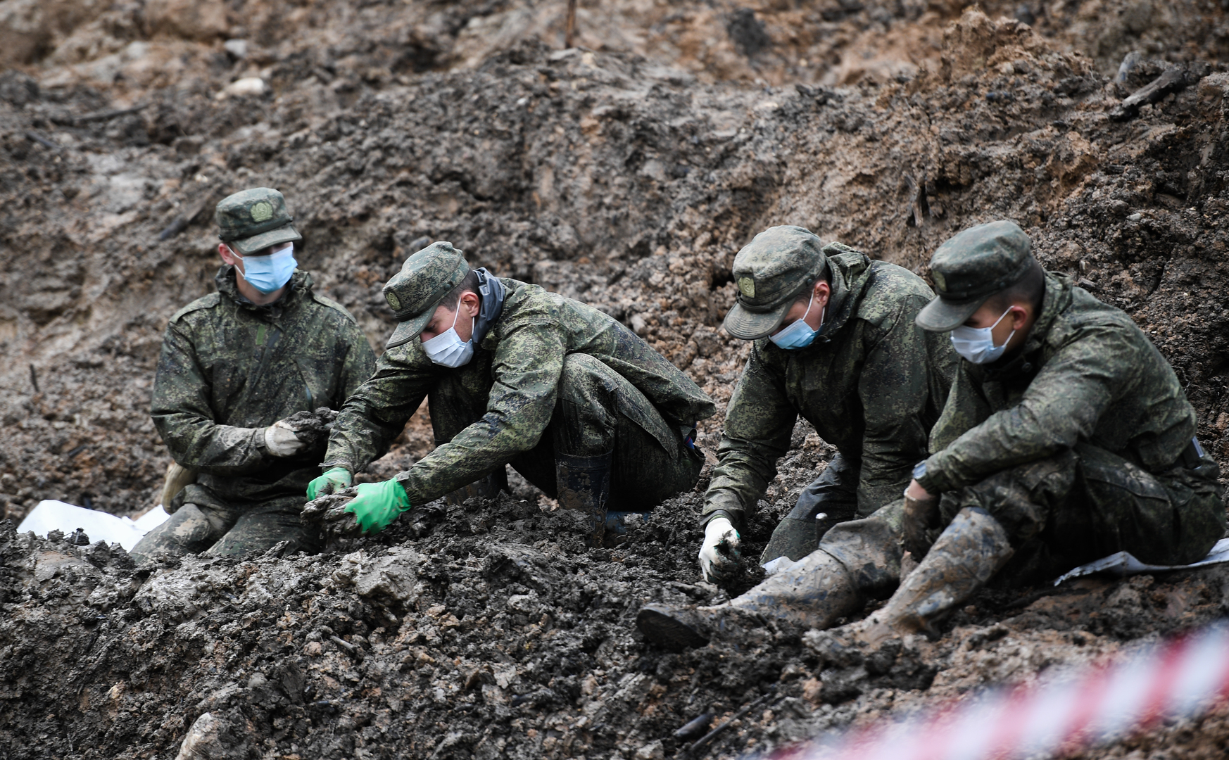 مصادر: الحفريات في المقابر الجماعية بمدينة سالسك الروسية ستستغرق أكثر من عام واحد