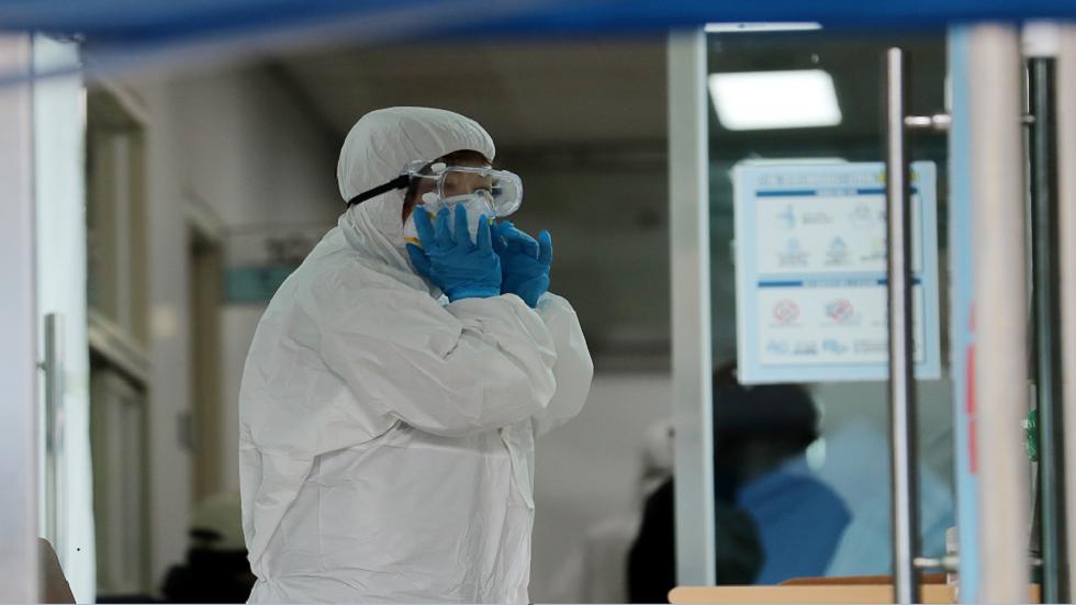 لماذا يموت بعض الأشخاص في المملكة المتحدة ممن تم تطعيمهم بسبب
