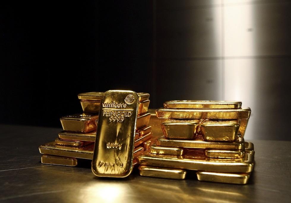 الذهب يخترق حاجز الـ1800 دولار مع هبوط عوائد السندات الأمريكية