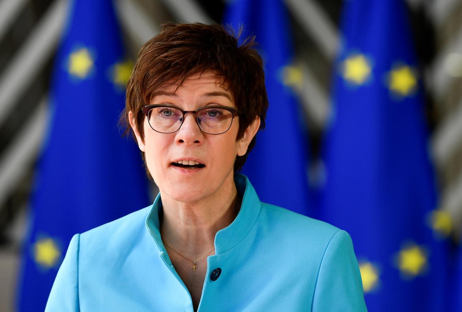 وزيرة الدفاع الألمانية: الناتو مستعد للحوار مع روسيا في أي وقت على أن يكون جديا