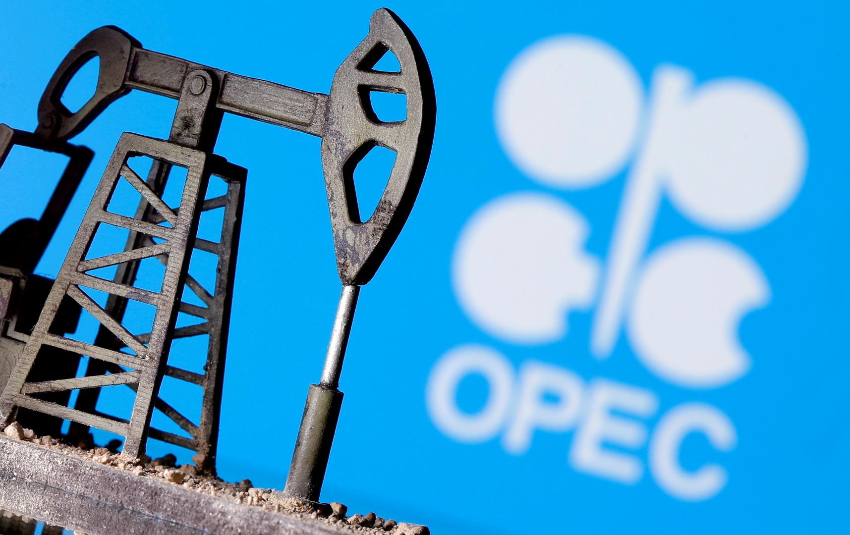 النفط يغلق على هبوط حاد بعد إلغاء اجتماع