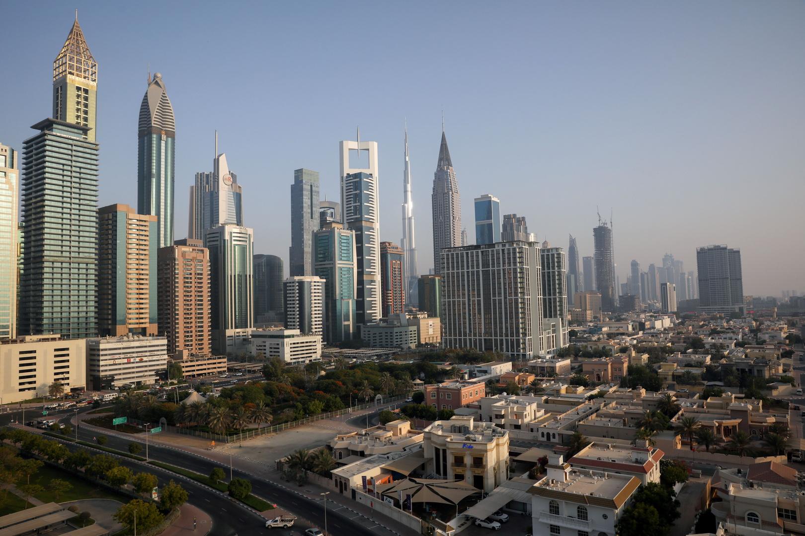 شاهد.. اللقطات الأولى للانفجار العنيف في ميناء جبل علي النفطي في دبي