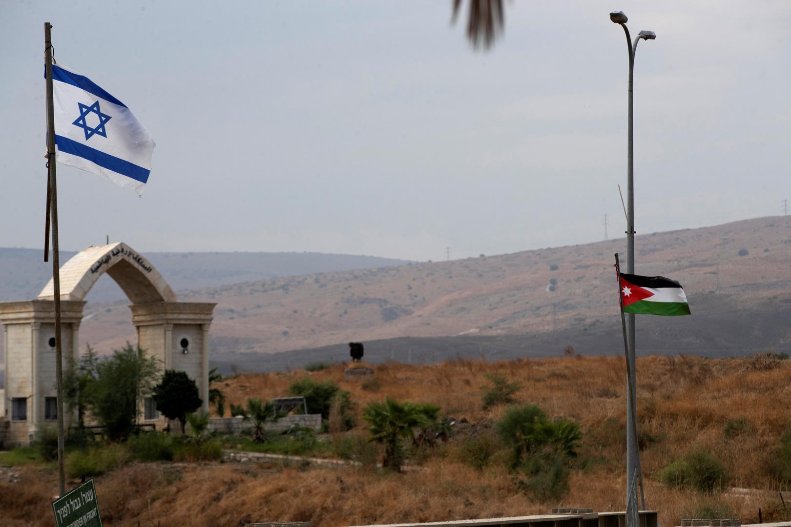 على جسر الملك حسين الحدودي.. الصفدي يبحث مع لابيد إمدادات المياه من إسرائيل للأردن وحل الدولتين