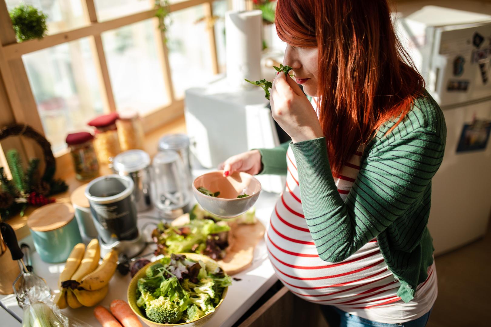 أطعمة يجب على الحوامل تجنبها للحفاظ على صحتهن
