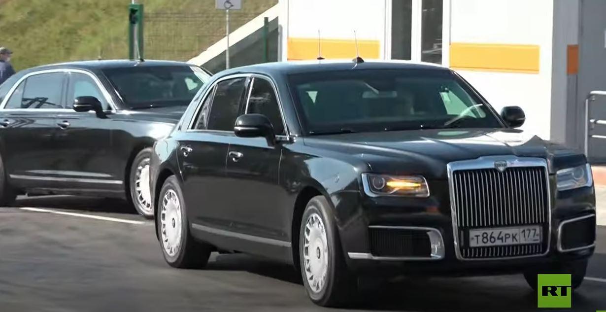 بوتين يقود سيارة