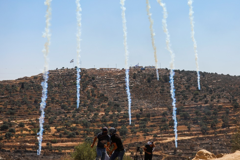 إصابة عشرات الفلسطينيين خلال مواجهات مع الجيش الإسرائيلي بجنوب نابلس