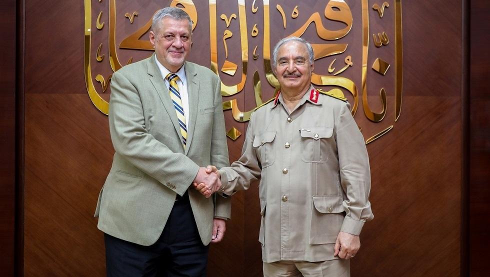 حفتر ومبعوث الأمم المتحدة إلى ليبيا يبحثان التطورات في البلاد
