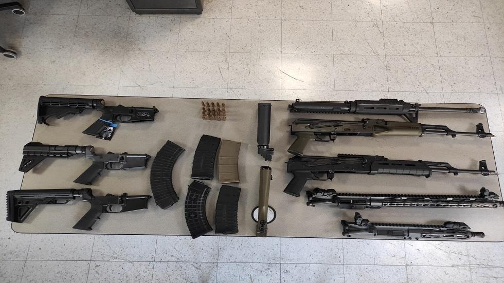 فنزويلا تعلن اعتقال ثلاثة مسلحين وتصادر أسلحة أمريكية وكولومبية