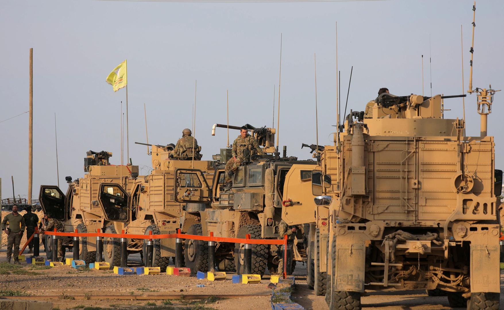 بالفيديو.. استهداف صاروخي للقاعدة الأمريكية في حقل العمر بدير الزور في سوريا