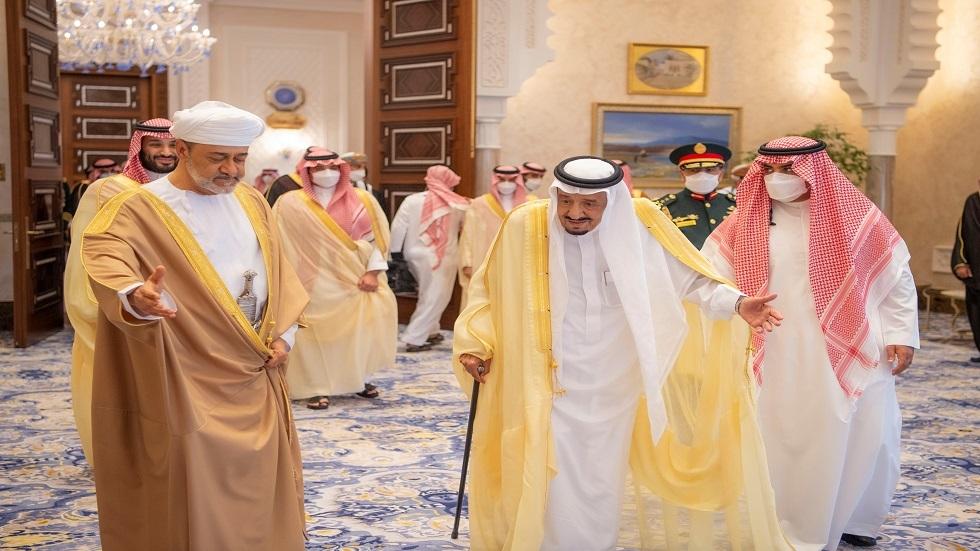السعودية وسلطنة عمان تؤكدان على استقرار أسعار النفط والتمسك بمبادرة الرياض لحل أزمة اليمنية