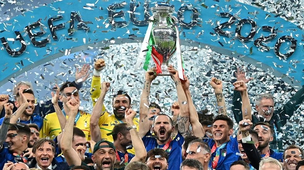المنتخب الإيطالي يعود إلى روما رافعا كأس أمم أوروبا