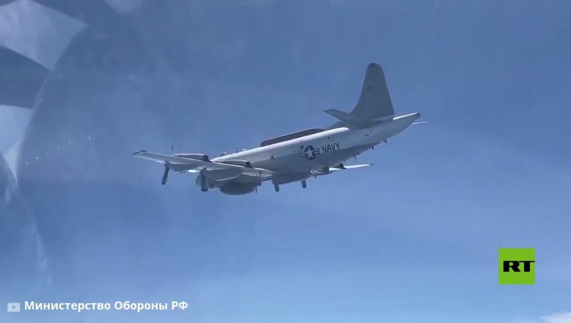 مقاتلة روسية ترافق طائرة عسكرية أمريكية فوق البحر الأسود