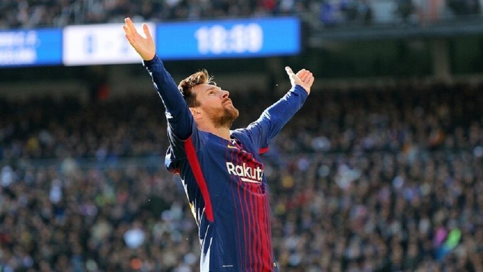 ميسي يقترب من التوقيع على عقد جديد مع برشلونة ويضحي بنصف راتبه (تقارير)