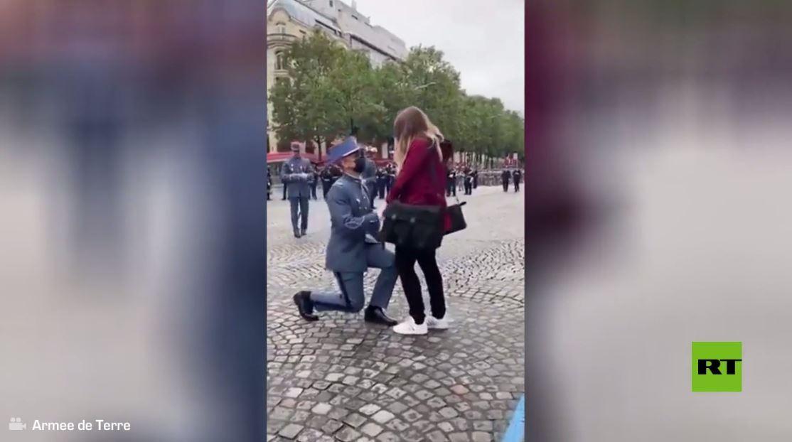 بالفيديو.. عرض زواج في الشانزلزيه قبل عرض يوم الباستيل بدقائق