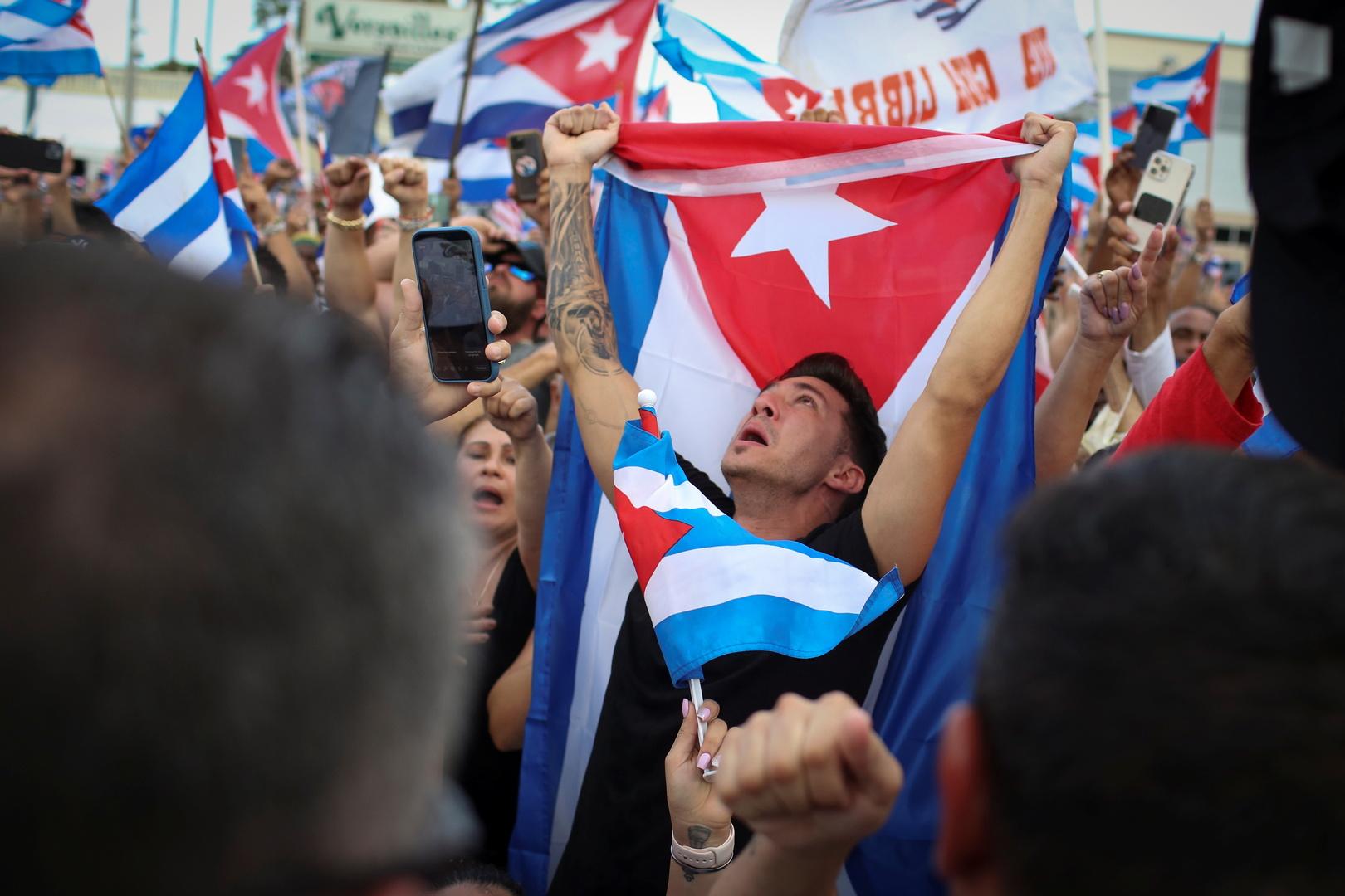 كوبا تتخذ خطوة أولى لمواجهة النقص الحاد في المواد الغذائية والأدوية