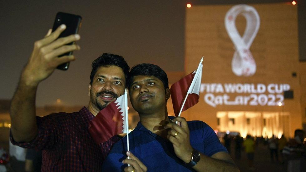 لضمان حقوق العمال.. النقابات توفر التواصل بين لاعبي كرة القدم وعمال مهاجرين في قطر