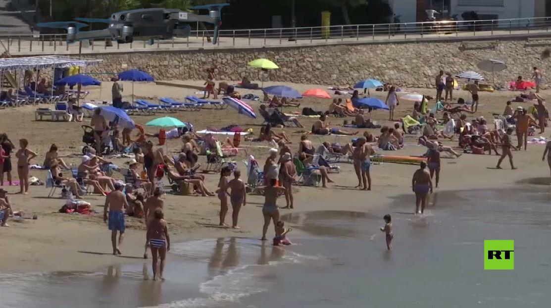 شاهد.. إسبانيا تستخدم الدرونات لإحصاء المستجمّين على الشواطئ