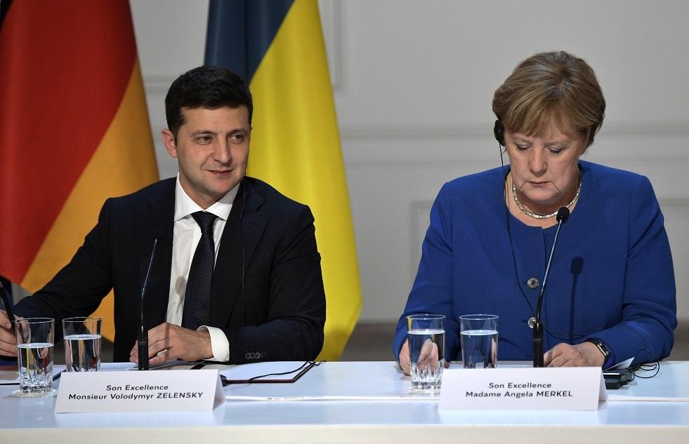 كييف تتهم ميركل بالتفريط بمصالح أوكرانيا