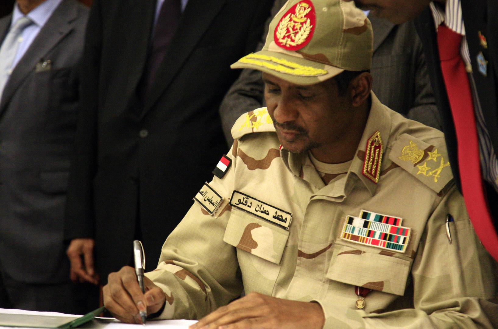 دقلو: الشيخ محمد بن زايد تكفل بتشييد طرق حيوية بدارفور