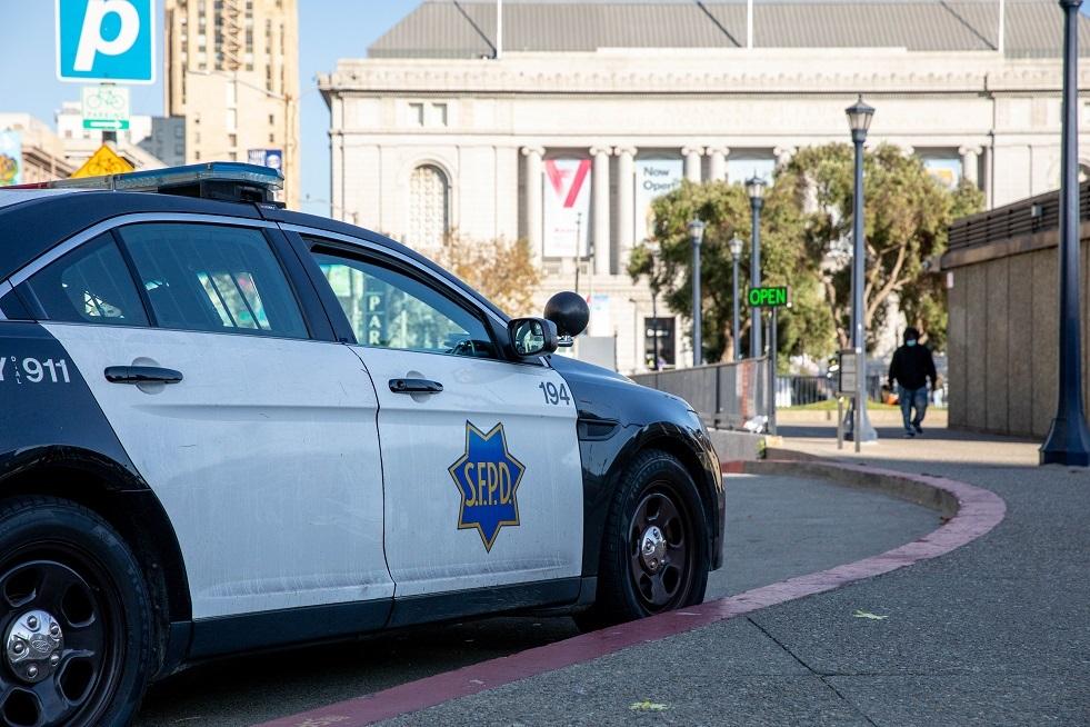 شرطي أمريكي يقتل رجلا يحمل مسدسا مزيفا في هوليوود