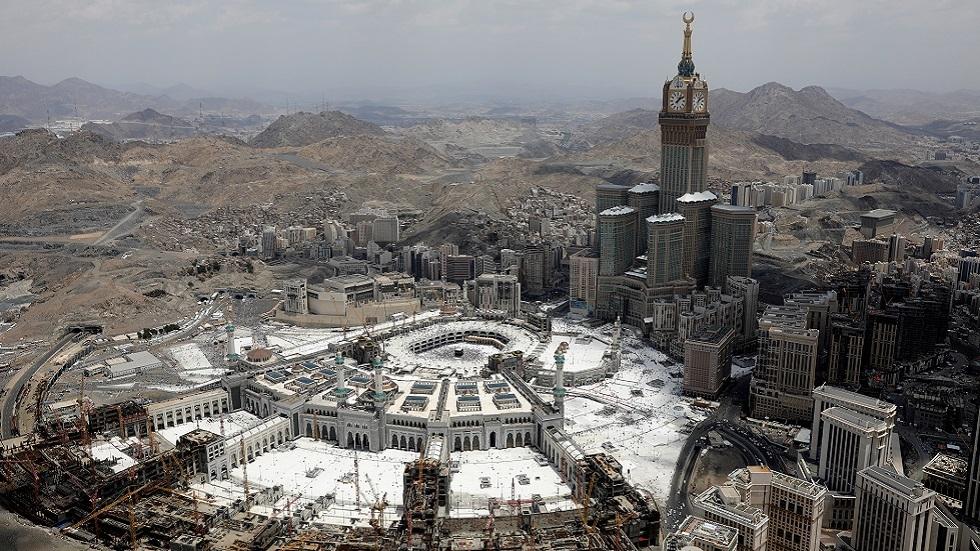 السعودية توقف إصدار تصاريح الصلاة بالحرم