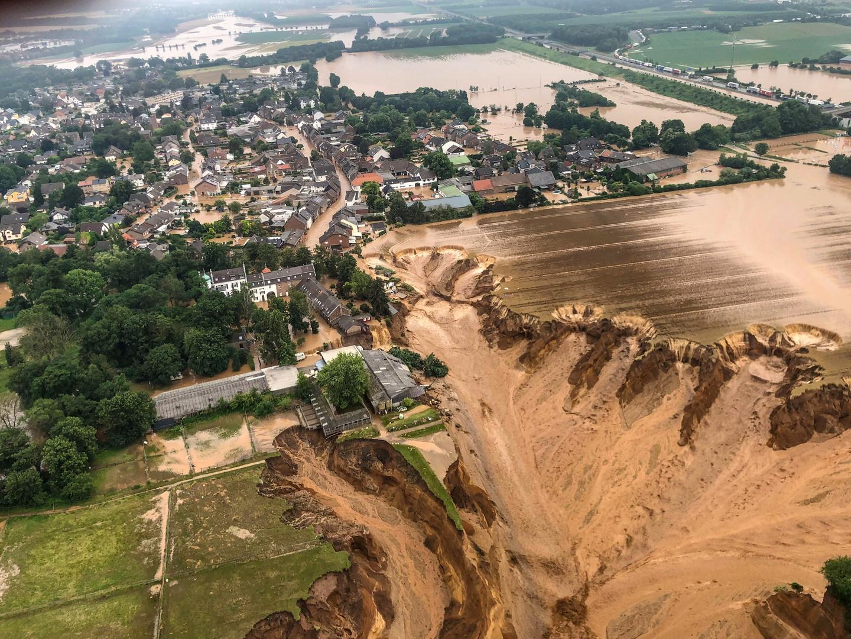 ألمانيا.. حصيلة ضحايا الفيضانات تتجاوز الـ100 ووزارة الدفاع تعلن حالة الكارثة العسكرية