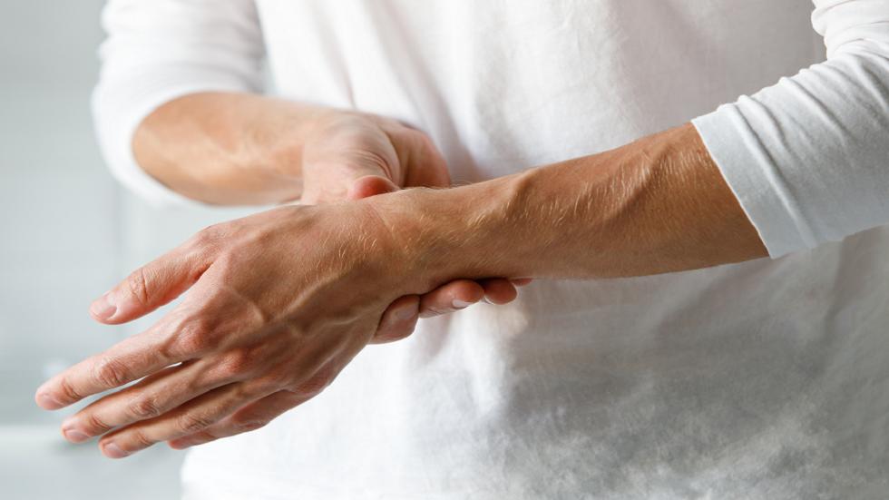 ثلاث فواكه ينبغي تجنبها لدرء المخاطرة بأعراض مؤلمة في المفاصل!