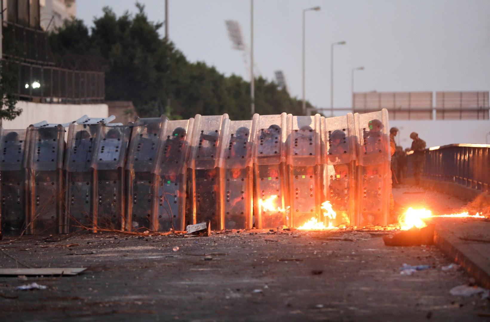 لبنان.. قطع للطرقات احتجاجا على تردي الأوضاع المعيشية وارتفاع سعر صرف الدولار
