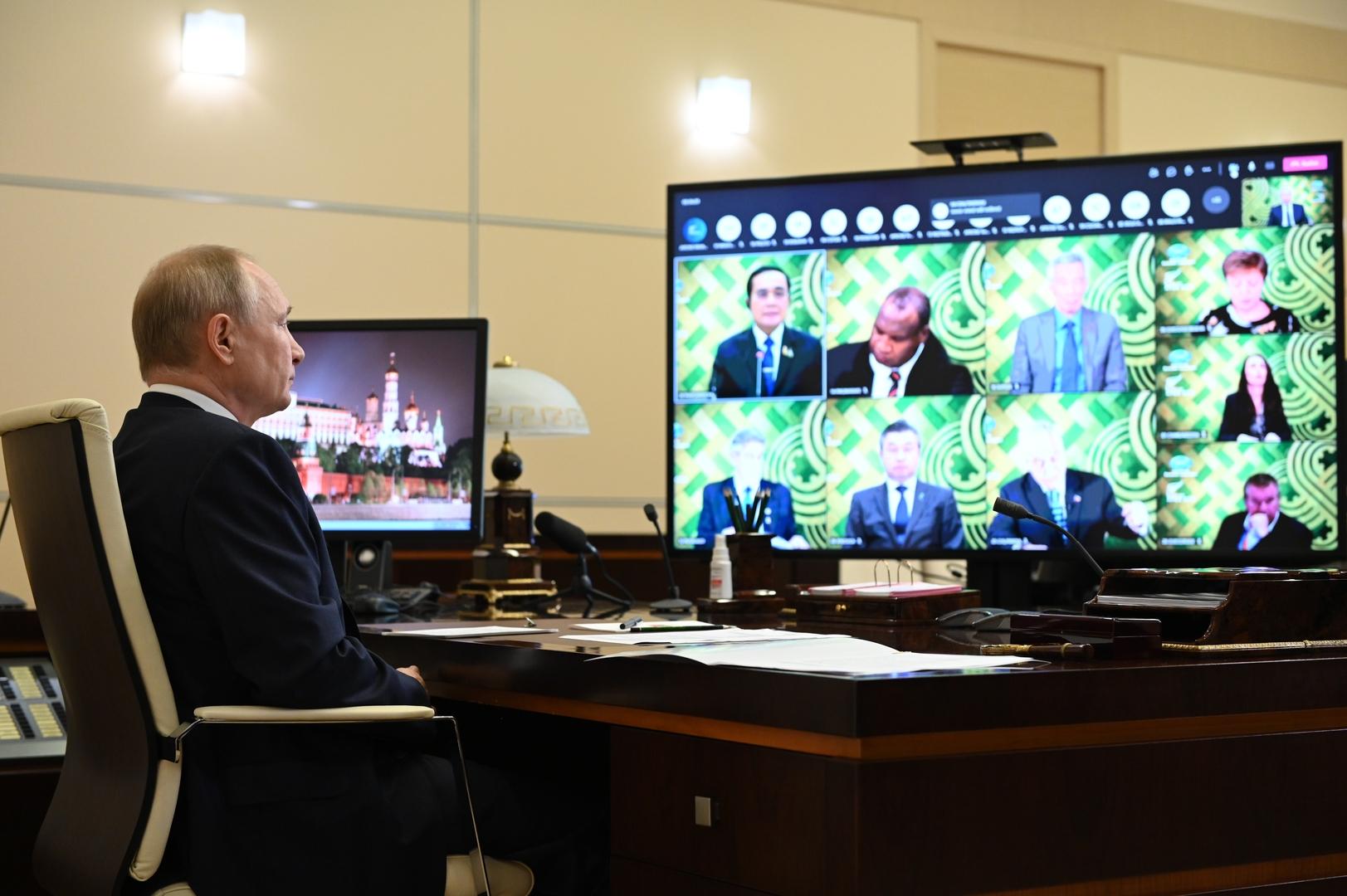 بوتين: لا حصانة لأي دولة من كورونا والأولوية لتوسيع نطاق التطعيم