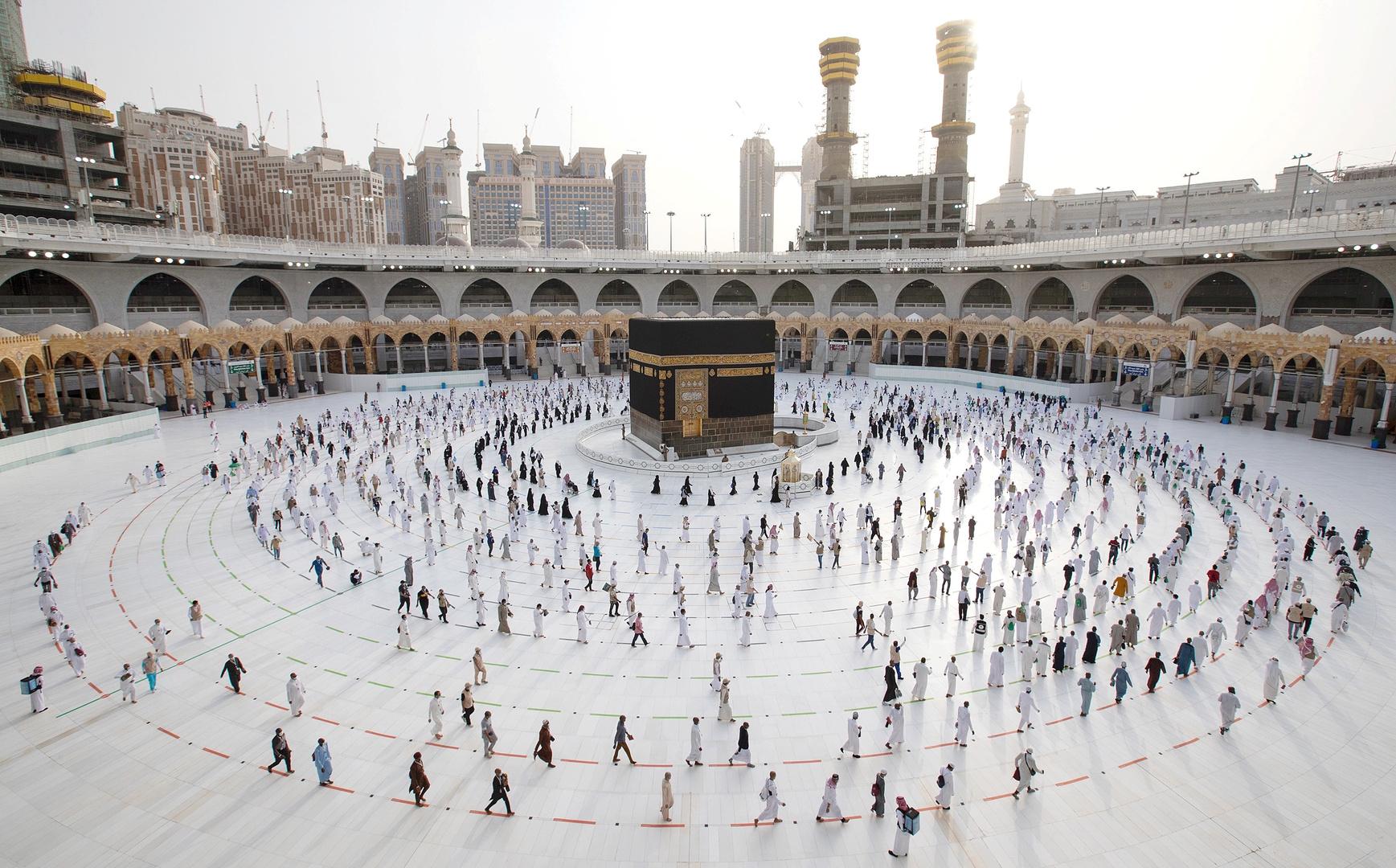 السعودية.. طلائع الحجاج يؤدون طواف القدوم وسط إجراءات احترازية مكثفة