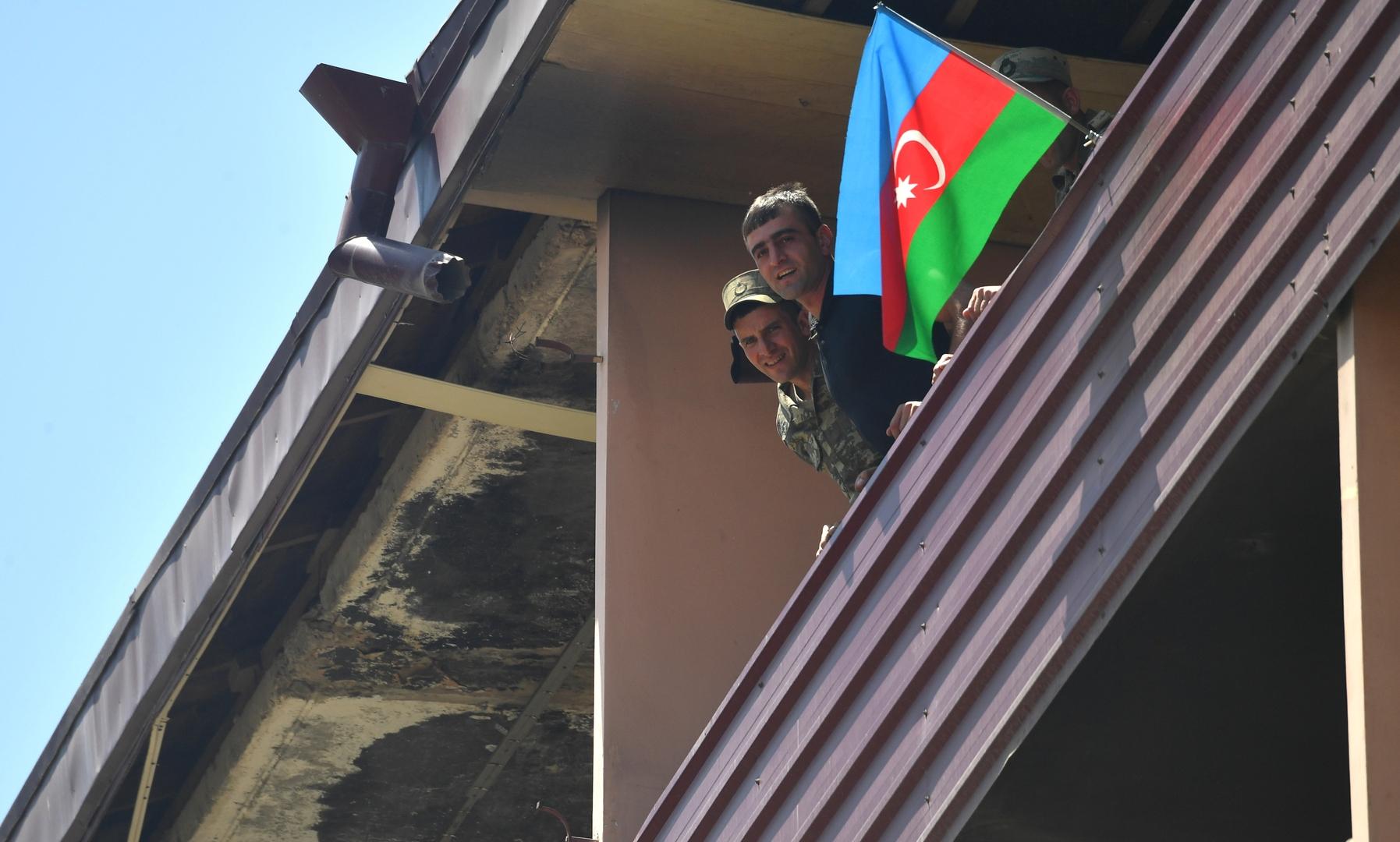 أذربيجان تتهم أرمينيا باستهداف مواقعها على طول الحدود