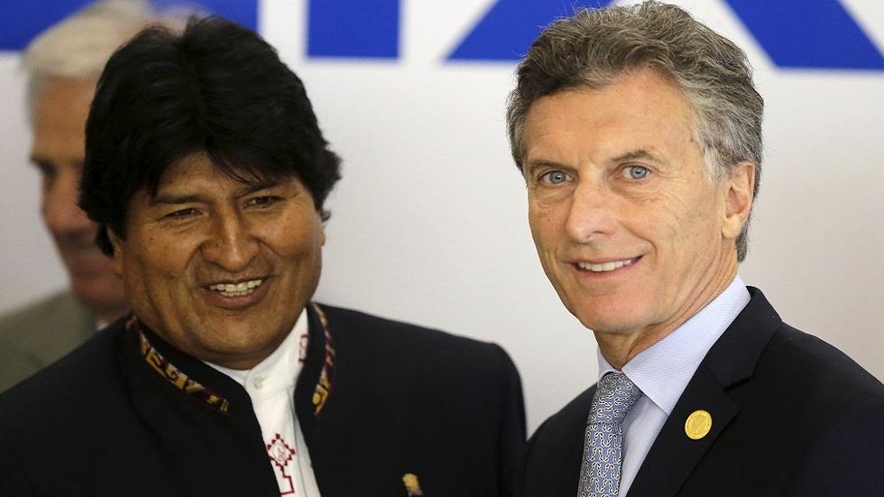 ارئيس الأرجنتيتني السابق ماوريسيو ماكري (في اليمين) والرئيس البوليفي السابق إيفو موراليس (صورة أرشيفية)