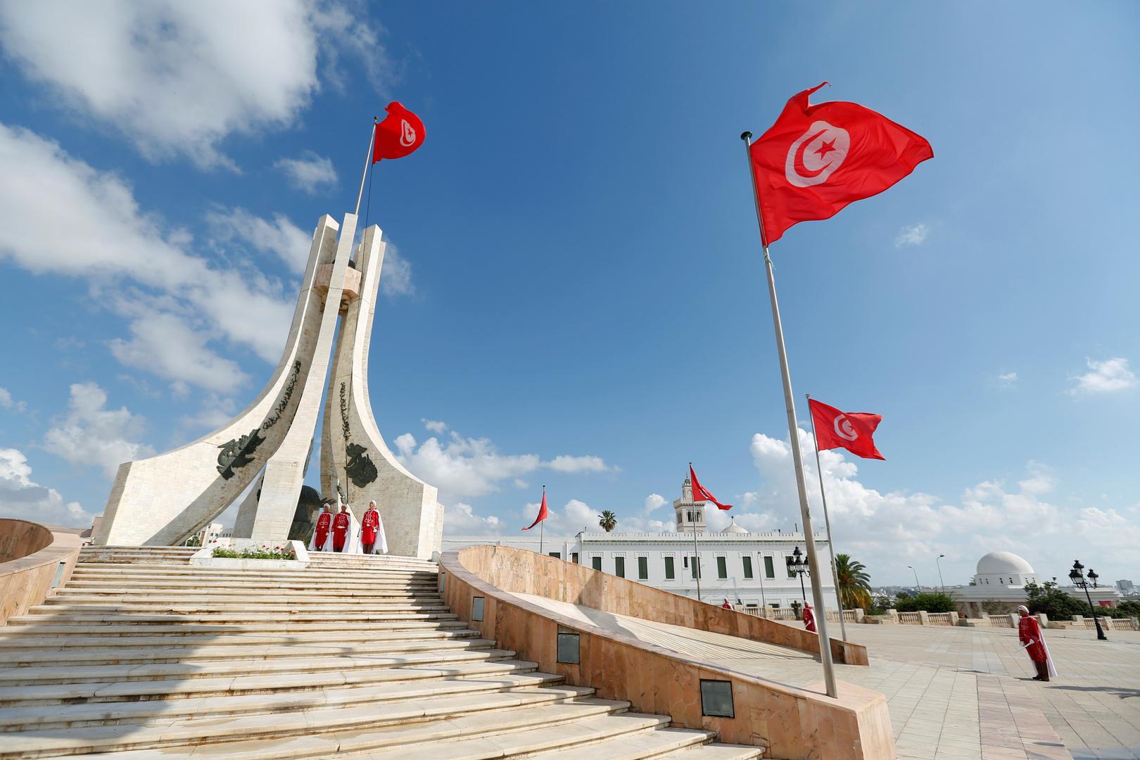 أعلام تونس