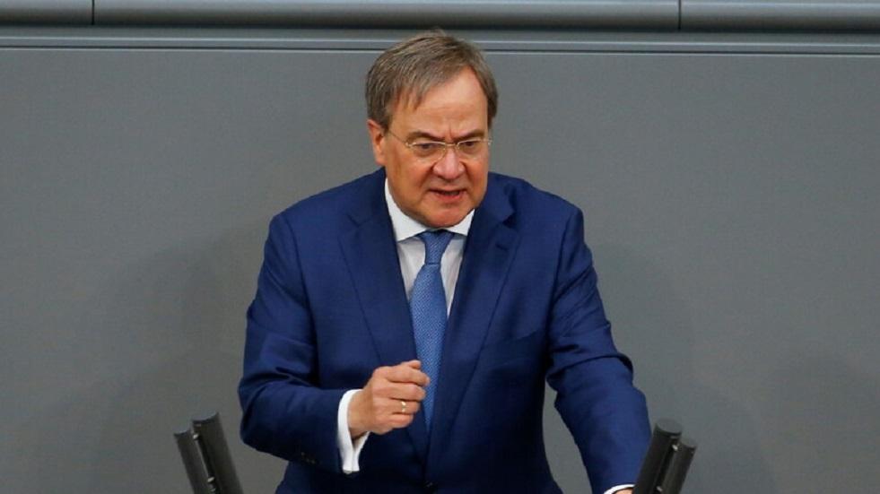 ألمانيا.. المرشح لخلافة ميركل يتعرض لسيل من الانتقاد لضحكه