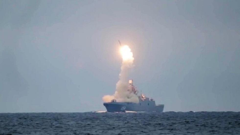 روسيا تحدد أول حامل لصاروخ