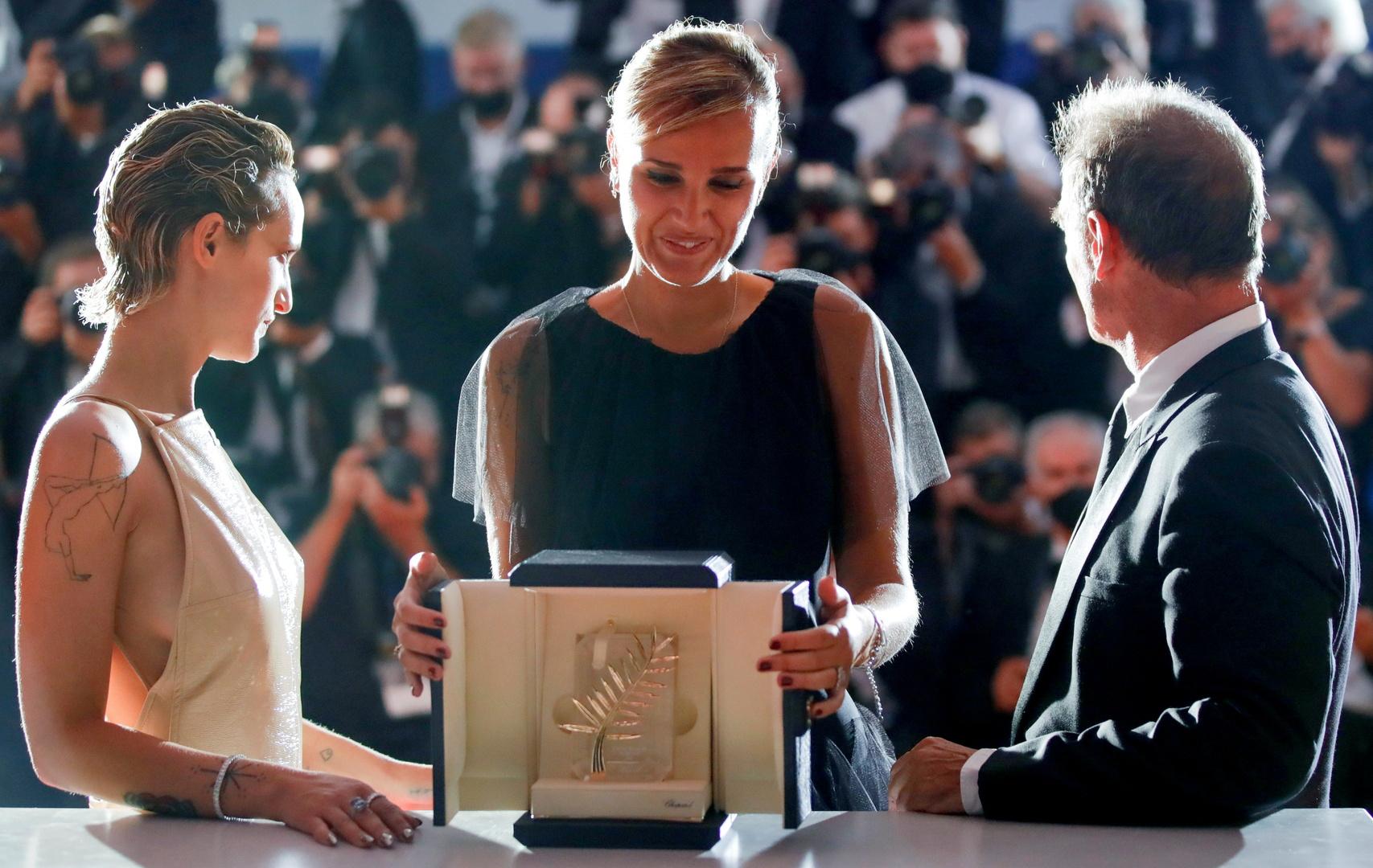 المخرجة جوليا دوكورناو الحائزة على جائزة السعفة الذهبية عن فيلم