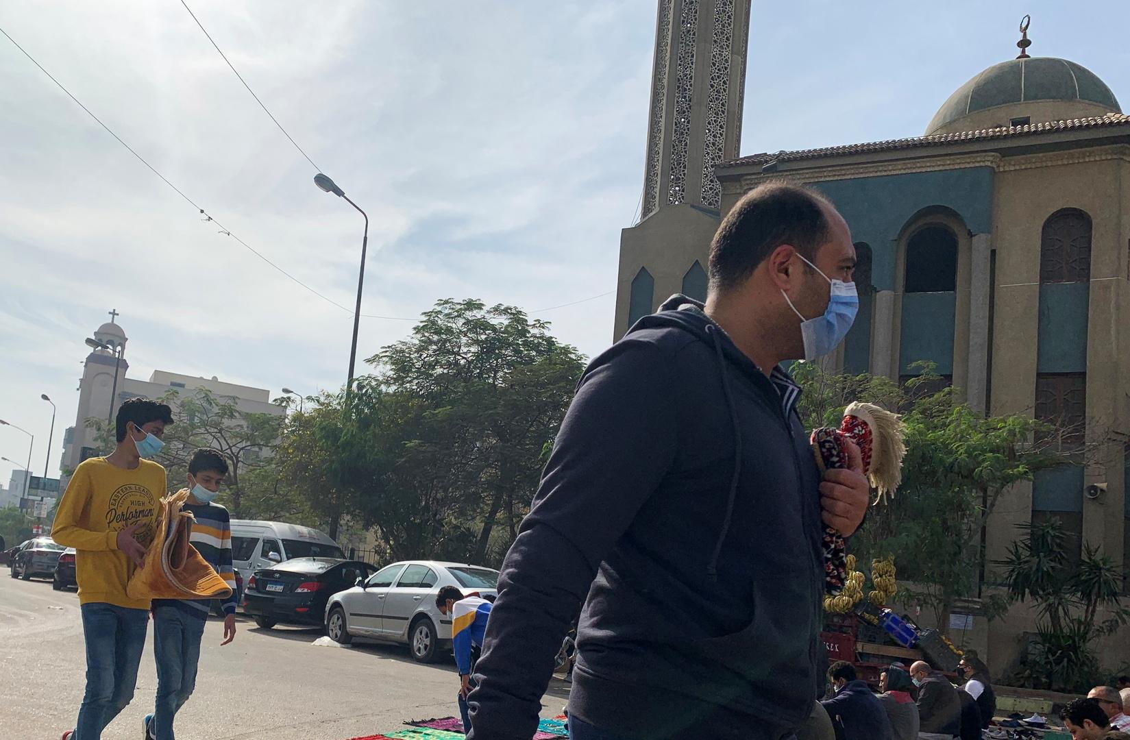مصر.. كاميرا مراقبة تضبط فعلا صادما داخل مسجد (فيديو)