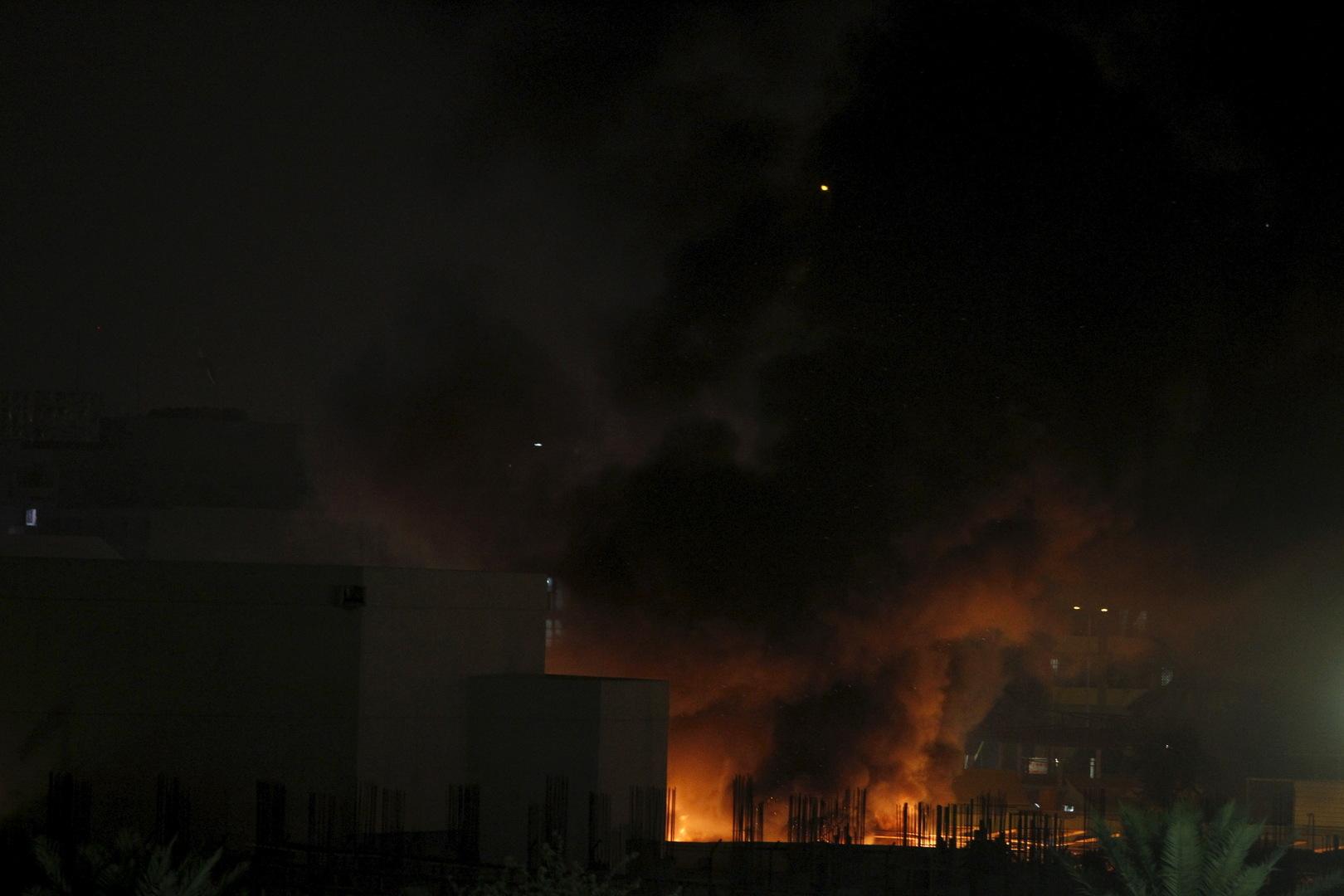 العراق .. مقتل طفلة بحريق اندلع في فندق وسط كربلاء