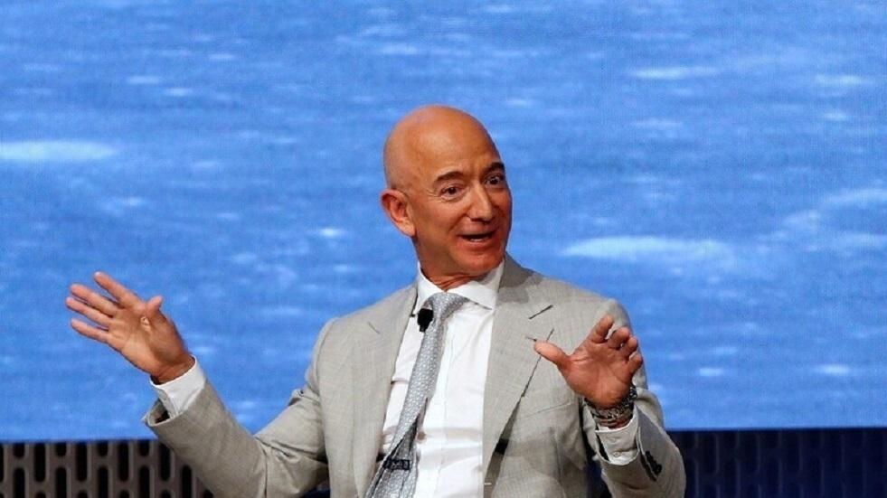 الملياردير الأمريكي بيزوس يستعد لأول رحلة لشركة