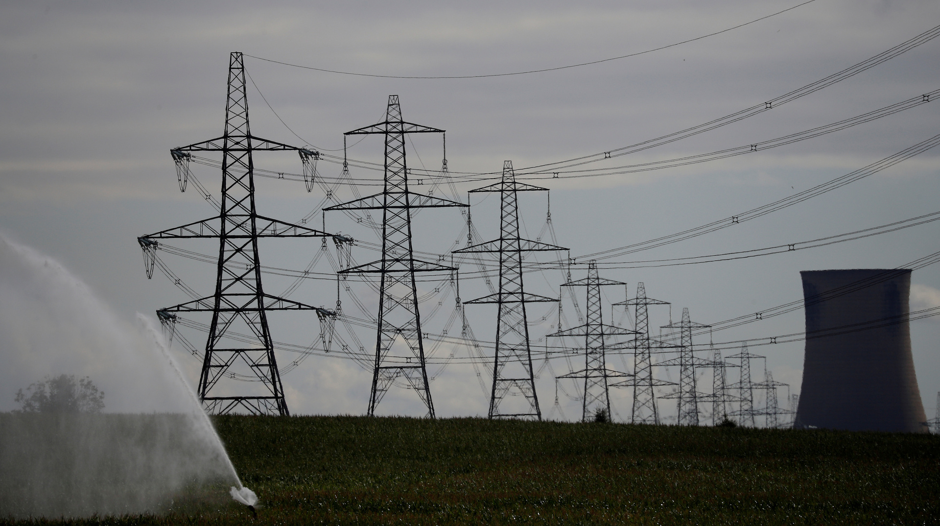صحيفة: الحكومة البريطانية تستعد لخصخصة قطاع الكهرباء