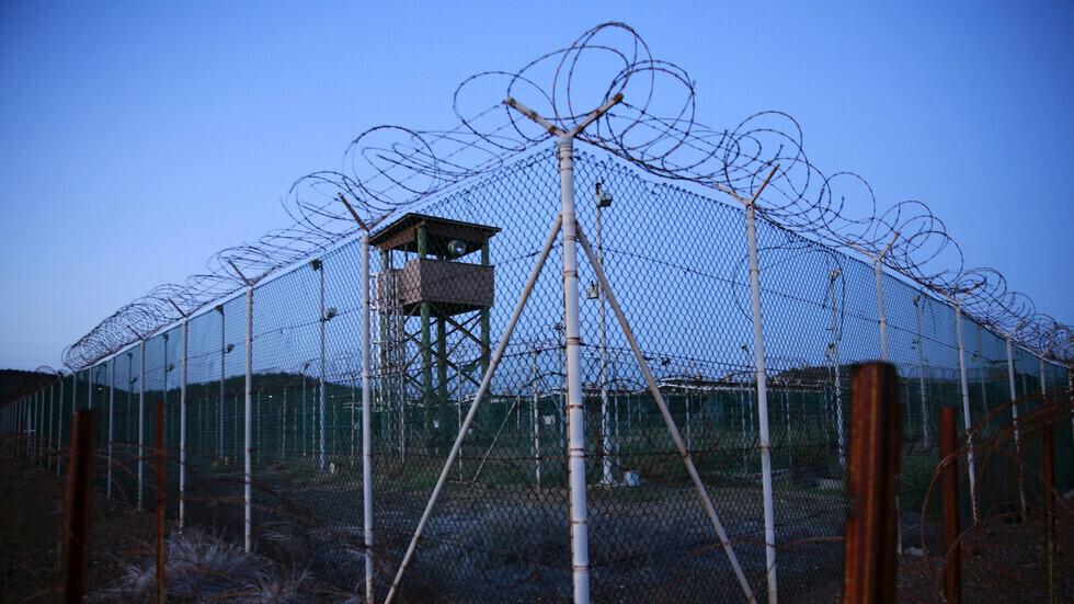 في أول عملية خلال حكم بايدن.. نقل معتقل من غوانتانامو إلى المغرب