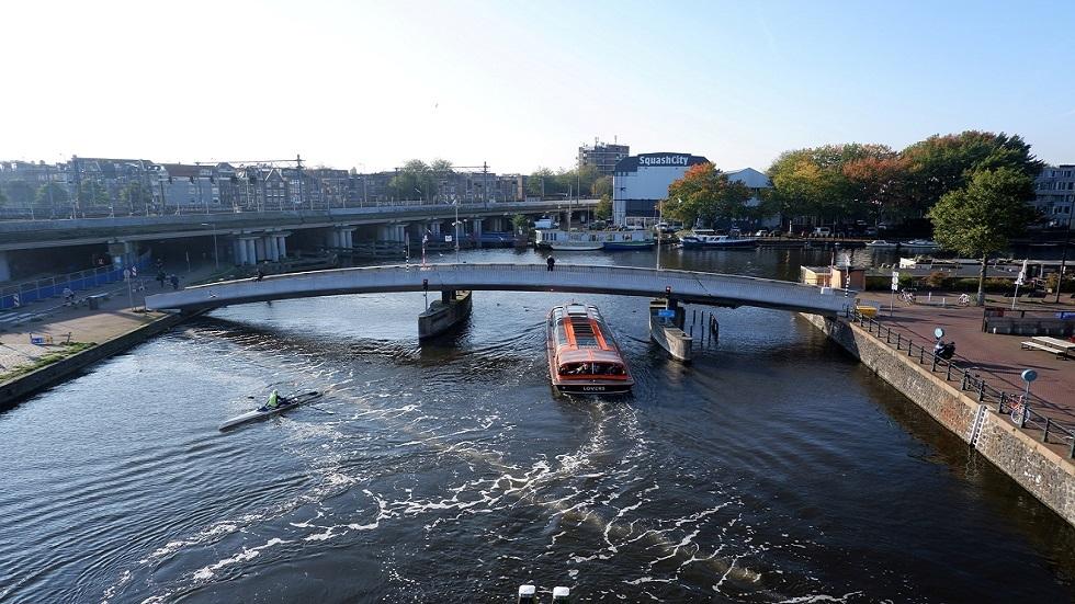 الحكومة الهولندية تطالب المواطنين بالعمل من المنازل مجددا
