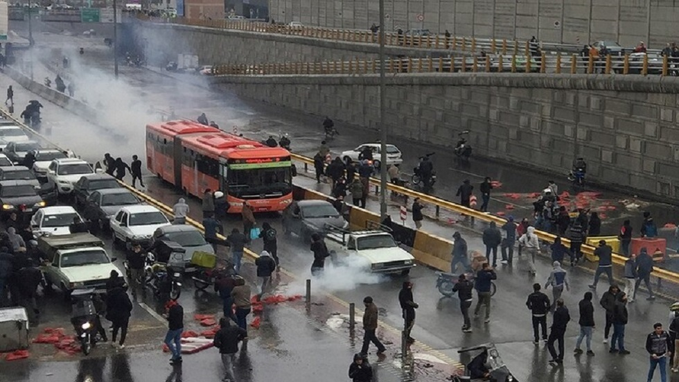 خاتمي: لا يحق لأي مؤسسة أمنية أو عسكرية إيرانية استخدام العنف والسلاح ضد المحتجين
