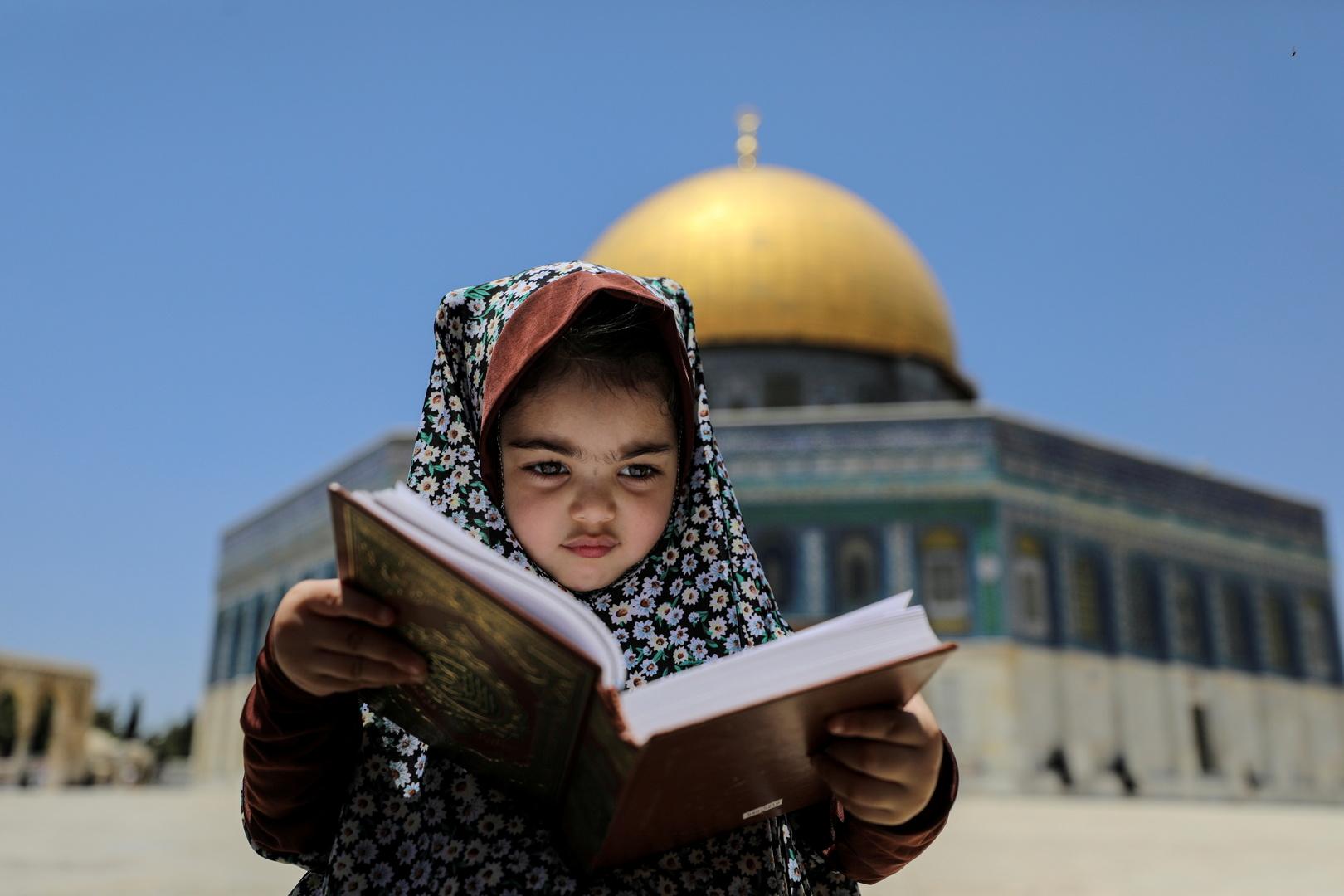 أكثر من مئة ألف مصل يؤدون صلاة عيد الأضحى بالمسجد الأقصى (فيديو)