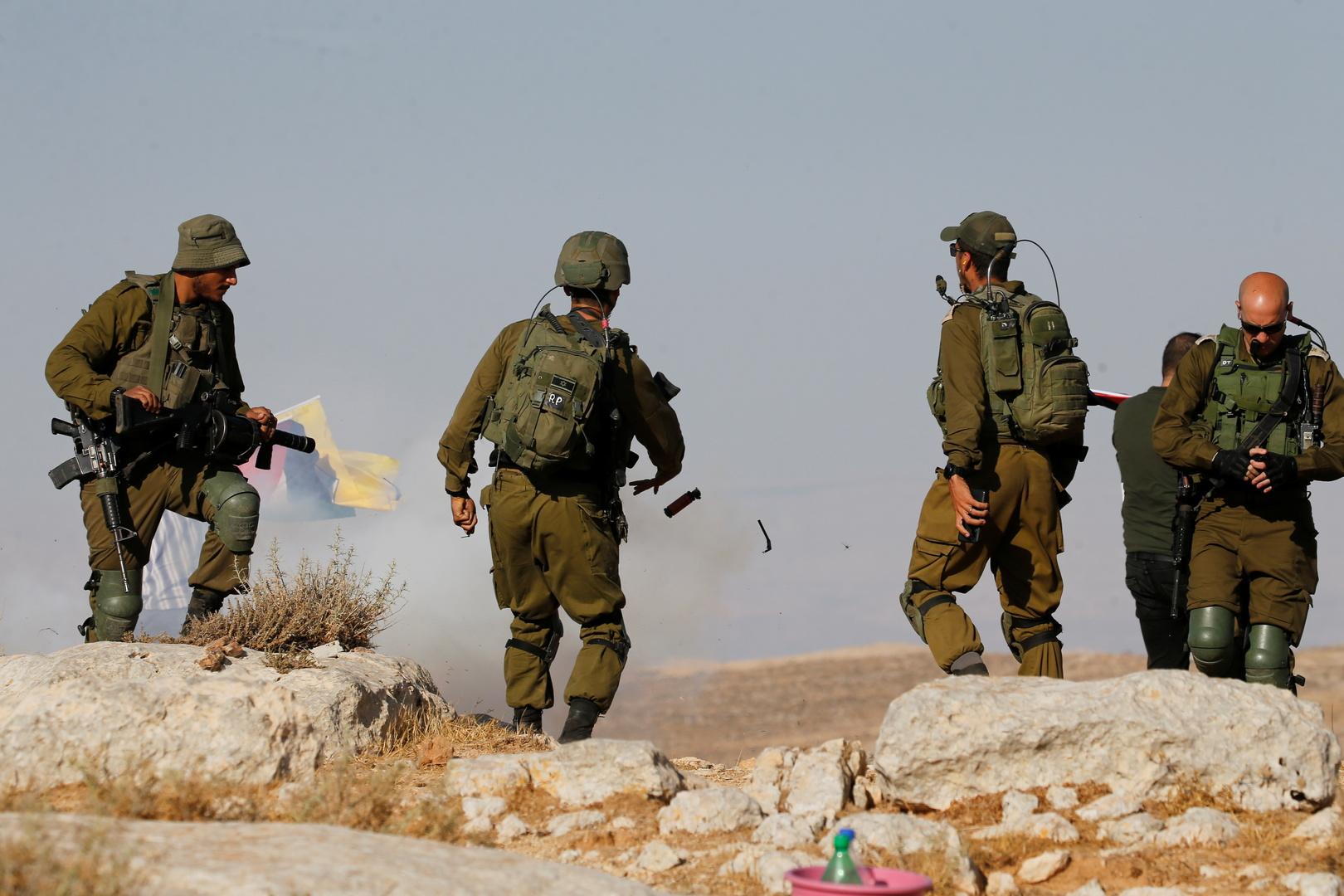 القوات الإسرائيلية تقيم حواجز في الضفة وتمنع حركة المواطنين